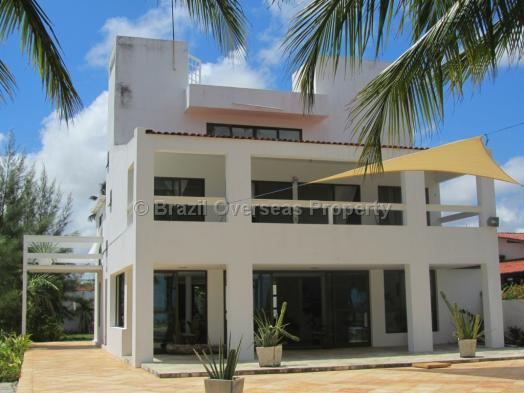 House for rent in Pitimbu - Main house - image 1