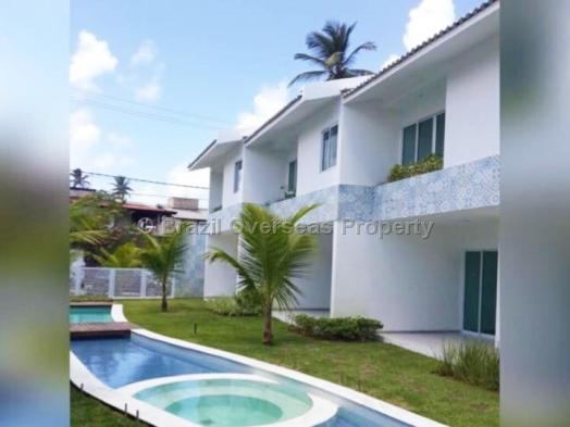 House for sale in Recife - House and pool view